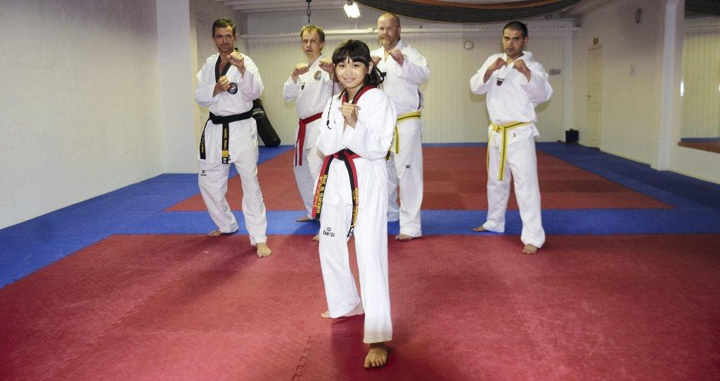 Shanya (11) har svart belte Shanya, 11 år, graderte seg til svart belte