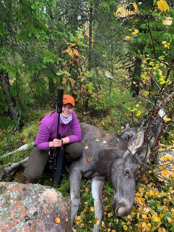 Sara (16) har felt sin første elg: – En utrolig opplevelse!