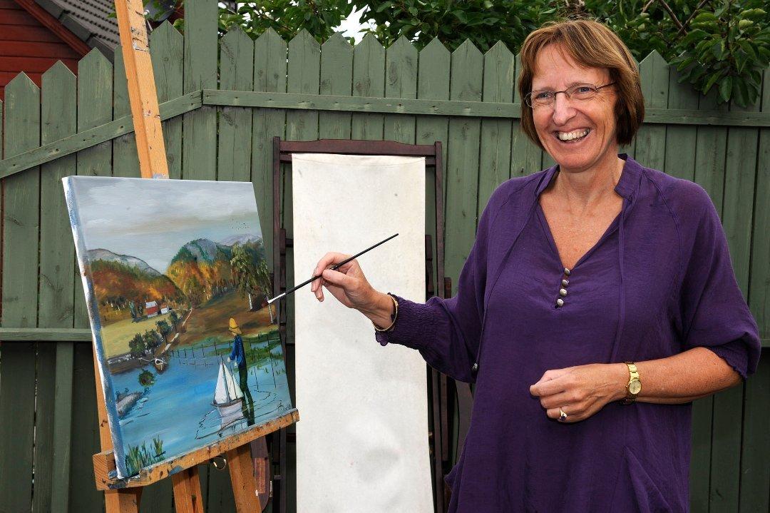 Marit Elisebet Totland vil kåsera og visa fram maleri på bedehuset denne kvelden. (Arkivfoto).