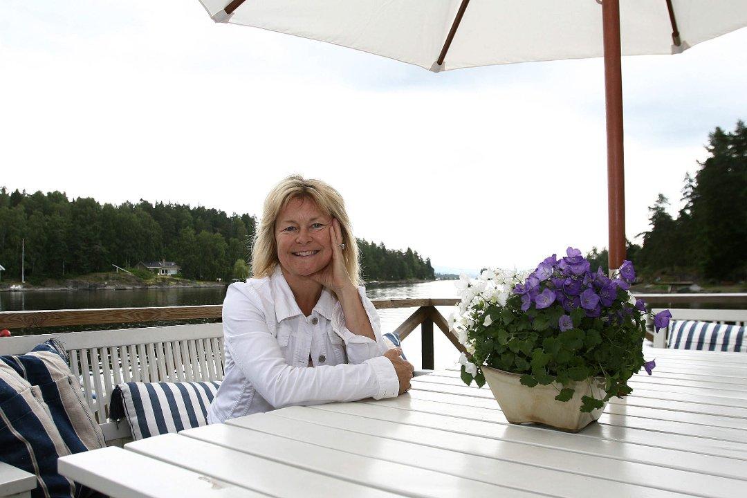 brønnøya kart Budstikka   «Bettan» må rive både strandhus, brygge og peis på  brønnøya kart