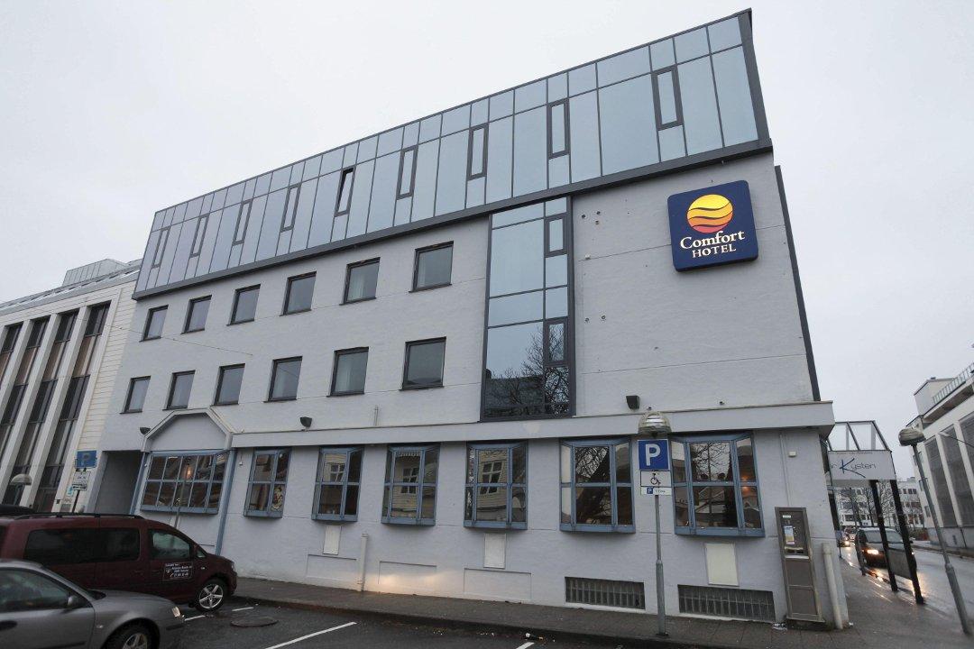 Utrolig Firdaposten - Hotell-resepsjonist tok tjuv på fersken LV-11