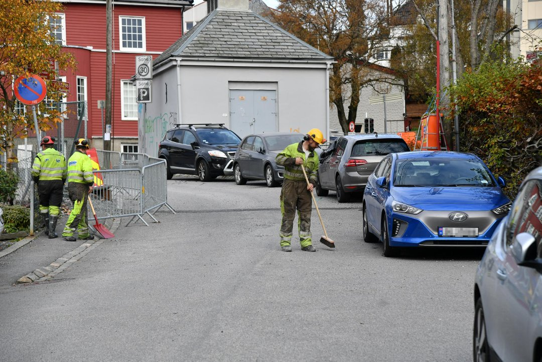 Åtte biler truffet av stein etter sprengningsuhell