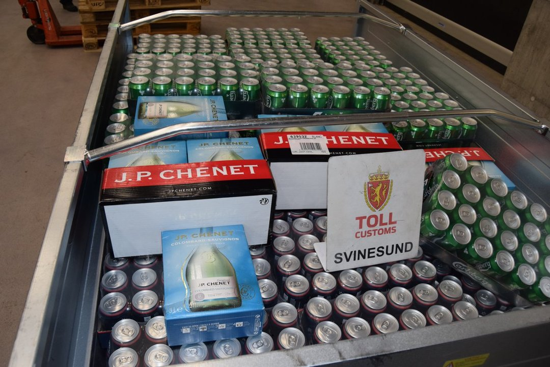 Tatt med nesten 2000 liter alkohol i hengere