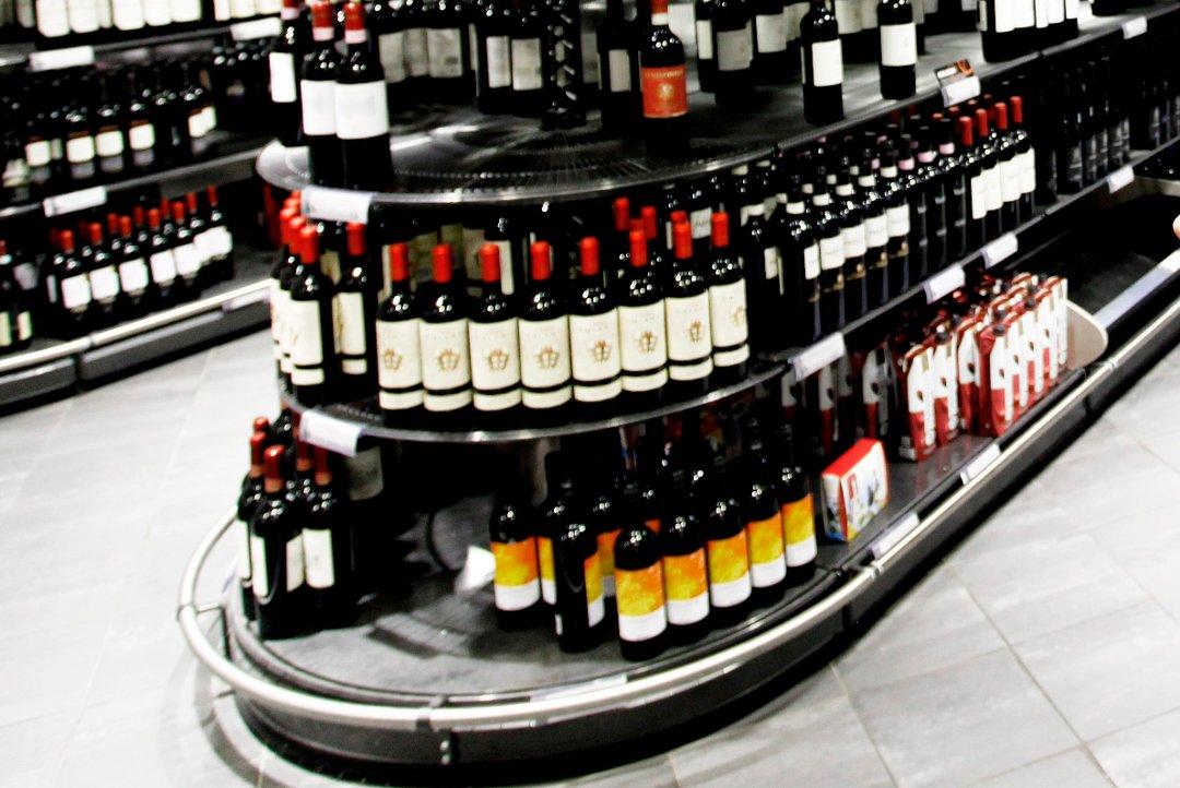 Vinmonopolet går over til plastflasker - målet skal være all vin under 150 kr