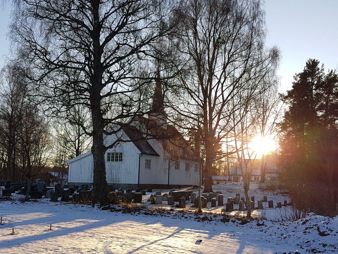 Vokser: Gjøfjell kirke trenger plass til flere graver.