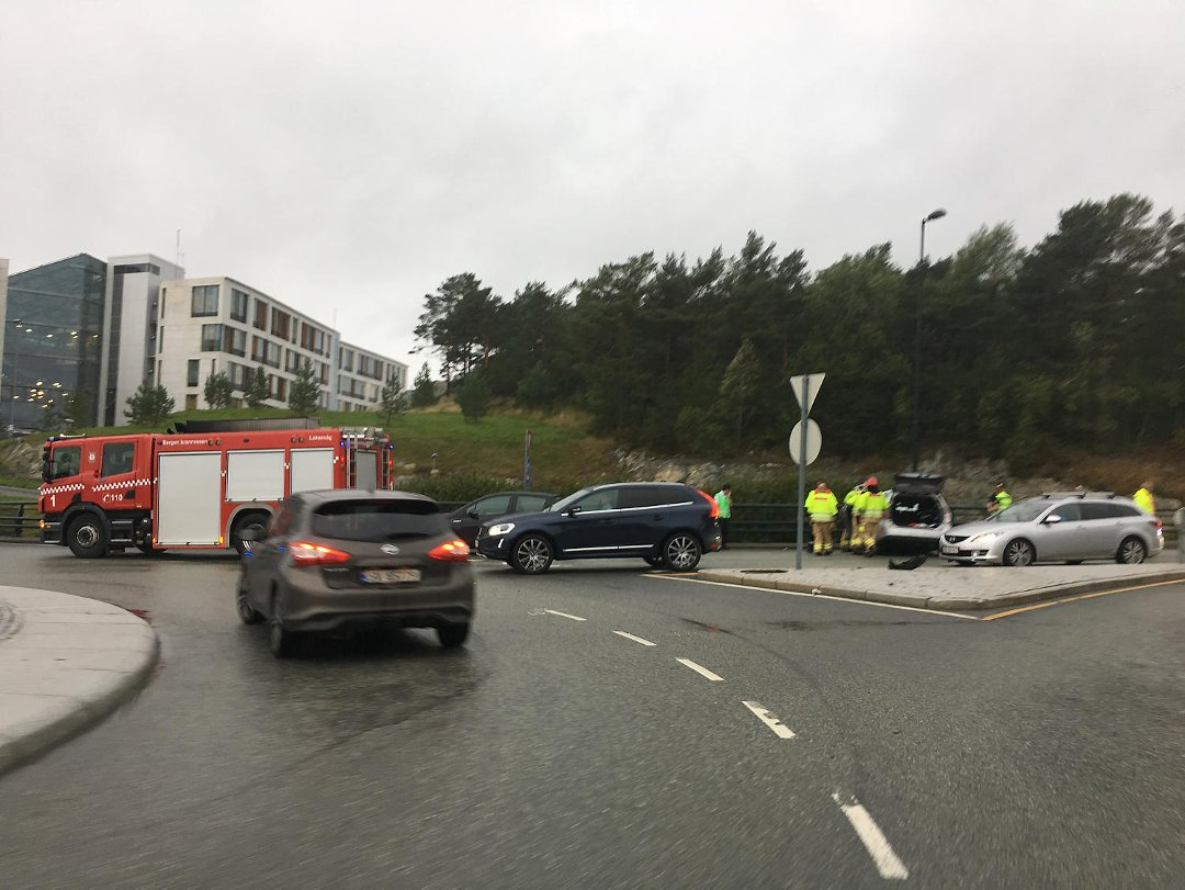 Sandsli: Bil kjørte av veien