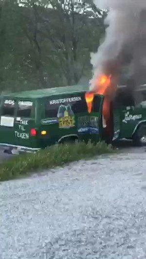 Her brenner russebilen opp. – Det var dramatisk