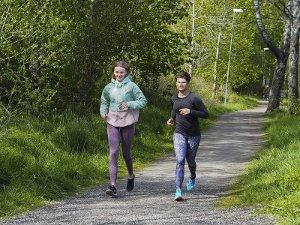 b3c10c3b Frida (15) og Zofia (16) vurderer å droppe obligatorisk skoleløp