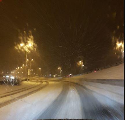 Snø og slaps fører til vanskelige kjøreforhold