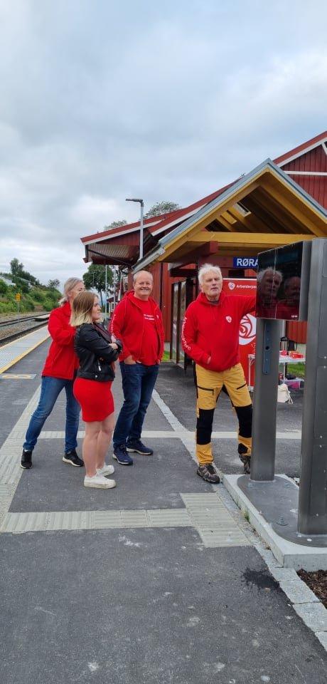 May Britt Lagesen, Hanna Voll, Mads Nervik  og Signar Berger i togaksjon på Røra.