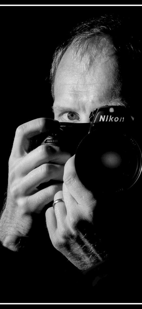 Portrett: Bjørn Johannessen er en av fire lokale fotoutstillere på Galleri Rød.