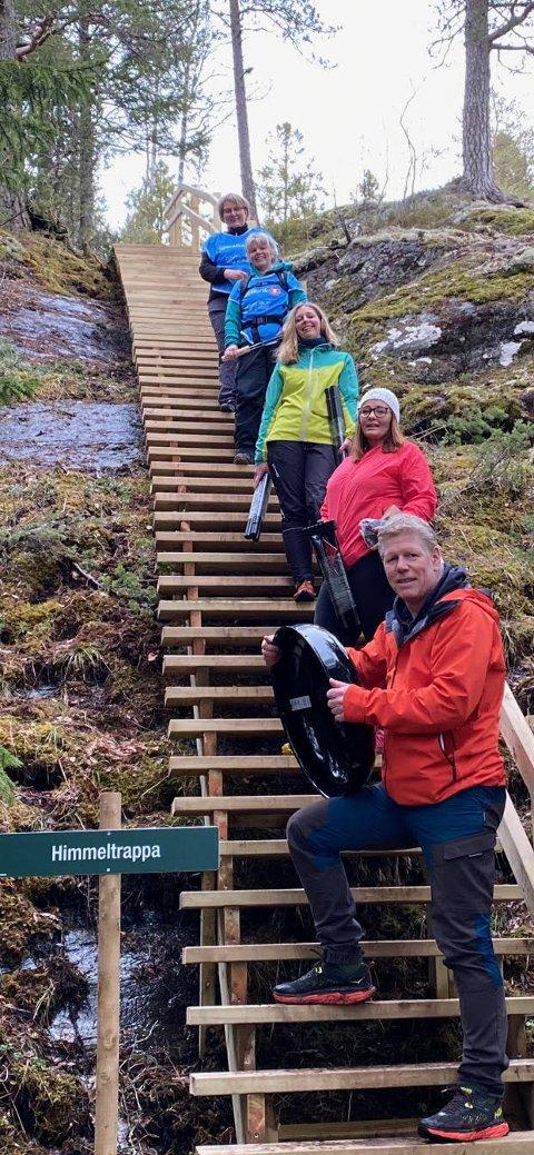 Den nye trimtrappa i Kvam. Fremst står Tor Olav Bentzen, Ann Kristin Aas Grøtan, Anne Caroline Haugen, Brit Ringseth og Guri Moum Brede.