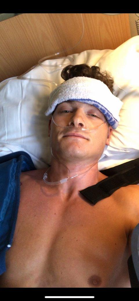 I SYKESENGEN: Toppturen endte med ødelagt brystmuskel for Eirik Sverdrup Augdal.