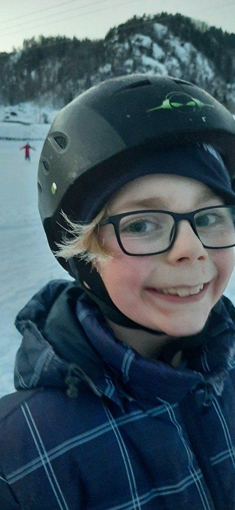 Torkel Edvardsen Moi gjorde ikke noe av at håret frøs på glattisen! Flotte dager på isen på Storekvina.