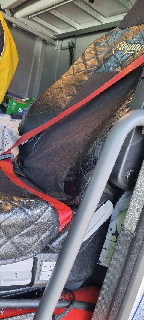 SITTER PÅ BELTET: Vegvesenet sier det stadig blir observert yrkessjåfører som sitter på bilbeltet.