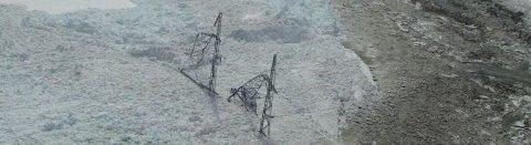 Under uværet som herjet i januar ble en av mastene til Statnett tatt av et snøskred. Bildet viser mastehavari fra et tidligere skred. (Illustrasjonsfoto: Statnett)