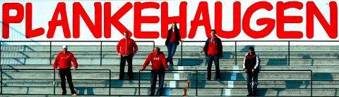 """HERLIG GJENG: Sentrale Plankehaugen-medlemmer i 2005. Fra venstre: Øyvind Johansen, Ulf Berg, Zoran Puvatcha. I midten fra venstre: Jon Kilen og Lars Thoresen . Bak: Anne -Brit """"Abby"""" Olsen."""