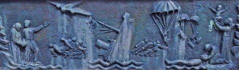 Minnesmerke: Utsnitt fra monumentet på Dr. Graaruds plass over de falne i daværende Holmestrand. Foto: Trygve Eriksen