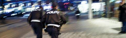 En mann er pågrepet og en person sendt til sykehus etter at ti-tolv personer havnet i slagsmål utenfor Sentrum Scene i Oslo.