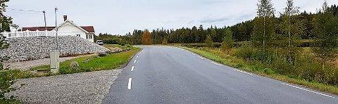 FARLIG SVING: Fartsgrensen forbi Klubbetjern på fylkesvei 21 er 80 kilometer i timen. Nå ønsker Aurskog-Høland SV å få satt den ned til 60.