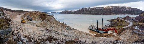 KAN BETY FORSINKELSE: Ekstrakostandene som følge av jordraset i Smalfjord, kan føre  til utsettelse av neste byggetrinn på strekningen mellom Smalfjordbotn og Vestertana.