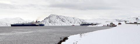 Store tankskip har ligget i Sarnesfjorden siden november for å laste om LNG.