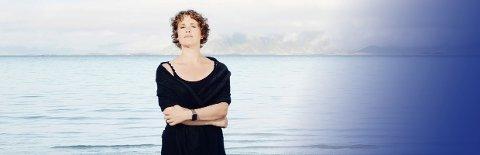 Det internasjonale magasinet Gramophone beskriver kveldens solist Marianne Beate Kielland som en enestående og bunnsolid mezzosopran med sensitive kvaliteter, oppfinnsom i måten hun formidler tekst og ord, med en vakker klarhet og stor spennvidde i stemmen og med en stødig intonasjon.