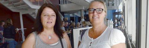 God informasjon: Lærere ved Nanset skole, Anita Sørensen, til venstre, og Tone Engebretsen, sier informasjonen de fikk i Bølgen er viktig for det videre arbeidet. Foto: Bjørn-Tore Sandbrekkene.