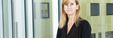 ADVARER: Avdelingssjef for prehospital avdeling Merete Storli Tveit advarer mot en ukjent mann som utgir seg for å være ambulansesjåfør.