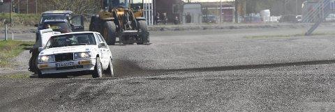 LEDER NM: Mats Peder Hvambsahl i aksjon på etappen inne på Sørlandets Travpark lørdag. Sandværingen leder NM i nasjonalklassen.ALLE FOTO: OLE JOHN HOSTVEDT
