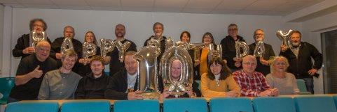 10 ÅR: Alle medlemmene som var med på Numedal fotoklubbs årsmøte måtte selvfølgelig være med på et gruppebilde.