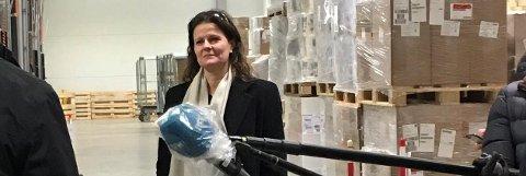 Stor leveranse: Administrerende direktør Cathrine M. Lofthus i Helse Sør-Øst sier at kommuner på Nedre Romerike i helgen vil få et betydelig påfyll av smittevernutstyr. Her avbildet ved en tidligere leveranse.