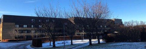 ANSATTE SMITTET: Tre ansatte ved Sykehuset Telemark har fått påvist koronasmitte. Foto: Sykehuset Telemark