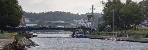 Sliten: Kanalabroen utsettes for store belastninger og tåler ikke mye mer. foto: Espen Vinje