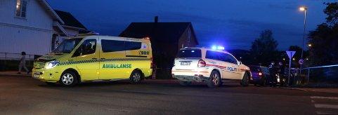 Politi og ambulanse rykket ut etter en kollisjon mellom en personbil og en moped i Skien. Foto: Theo Aasland Valen