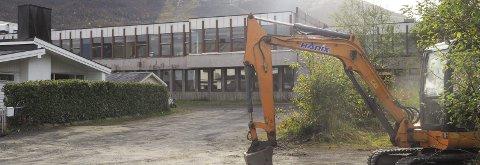 Rives: Går saken igjennom også i bystyret, blir den gamle Parken ungdomsskole revet i løpet av november. Samme måned blir trolig også de endelige utbyggingsplanene for den nye skolen vedtatt. Foto: Terje Næsje