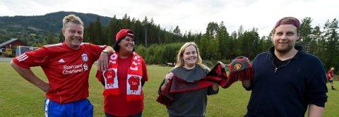 SPLITTET FAMILIE: Far Ørnulf og mor Hege Gladheim heier på Liverpool og barna Helene og Anders på United. ALLE FOTO: OLE JOHN HOSTVEDT