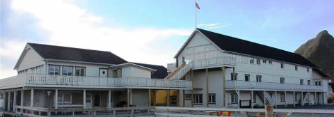 REISELIVSANLEGG: Værøy Lofoten Brygge er et stort anlegg.