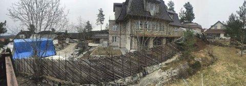 MER NEI: Ove Trøens byggeprosjekt i Høgliveien på Sørumsand. Svømmebassenget ligge helt til høyre på eiendommen.