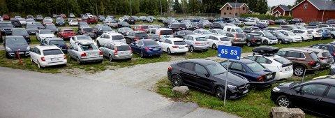 Mange muligheter: Ønsker du å kjøre til flyplassem og parkerer bilen i ferien har du flere muligheter og flere prisalternativer. Bildet er fra Gardermoen parkering. Foto: Mike Hillingseter