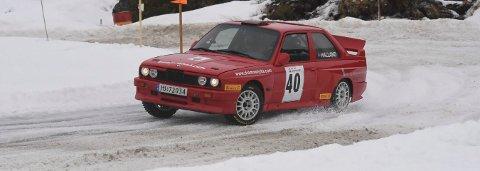 I FARTA: Jan Egil Halland og Anders Nygård og den røde BMW-en i farta på motorbanen i Smådøl på løpets andre etappe lørdag. ALLE FOTO: OLE JOHN HOSTVEDT