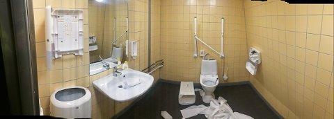 VANDALISERT: Lørdag for to uker siden ble toalettet i glasstårnet utsatt for hærverk. Saken er anmeldt.