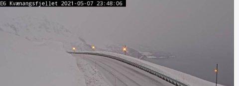 KVÆNANGSFJELLET: Slik så det ut på E6 i Nord-Troms sent fredag kveld. Foto: Statens vegvesens vegkamera.