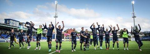 Jubelgutter: KBK-spillerne jublet foran Uglan etter seieren søndag. Foto: Ronny Strand