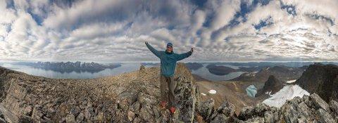 Forfatteren er fornøyd med å stå på Blåtind på Uløya.