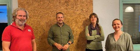 NYTT STYRE: Fra venstre: Einar Brenna, Raphael Kjæret, Hege Westskog og Solveig Abrahamsen, coronakorrekt avbildet med en meters mellomrom. Eirik Alvegaard var ikke til stede da bildet ble tatt.