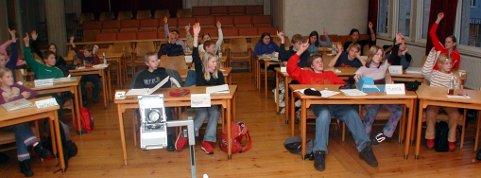 SLUTT: Det er slutt for barn og unges kommunestyre i Elverum. På bildet en BUK-avstemning for mange år siden. Et nytt ungdomsråd tar over.