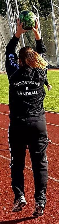 Kari Weydahl , en av årets nye spillere er veldig fornøyd med to seire av to mulige.