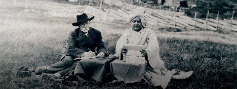 Samarbeid: Gjennom flere år samarbeidet Ivar Mortensson Egnund og  Arne Garborg med den indiske professoren, dikteren og filosofen Baral, bosatt på Tronsvangen i Alvdal fra 1917 til sin død på fredsdagen 8. mai 1945.