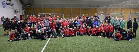 Samlet 135: 135 barn i alderen seks til 12 år fra Narvik-regionen møttes i Polar Krafthallen forleden. Foto: Sverre Ruud Ellingsen